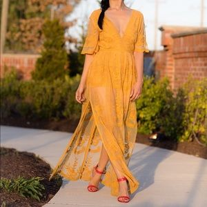 Lace overlay maxi in golden yellow • XS